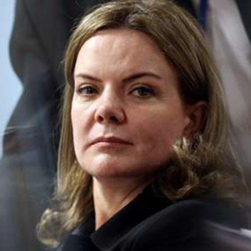Mesmo preso, Lula será candidato, afirma Gleisi