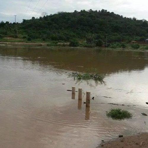 Menino de 4 anos morre afogado após pular em rio em Oeiras