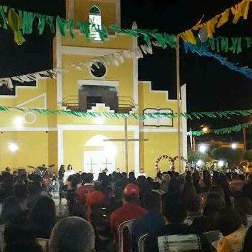 Novena missa e show com Ministério Fogo Abrasador marcam 6° noite de festejos em Caridade do PI