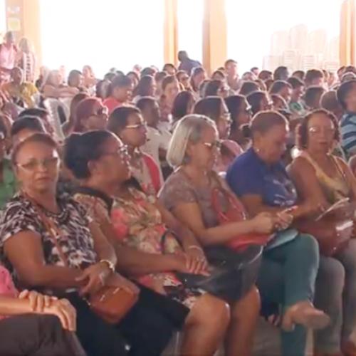 Professores da rede estadual protestam e pedem implementação de reajuste