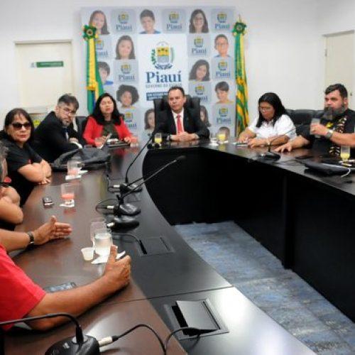 Governo recebe professores e solicita que categoria suspenda greve no PI