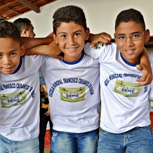 Prefeitura de Jaicós investe R$ 50 mil em uniformes escolares e inicia a distribuição para mais de 3 mil alunos