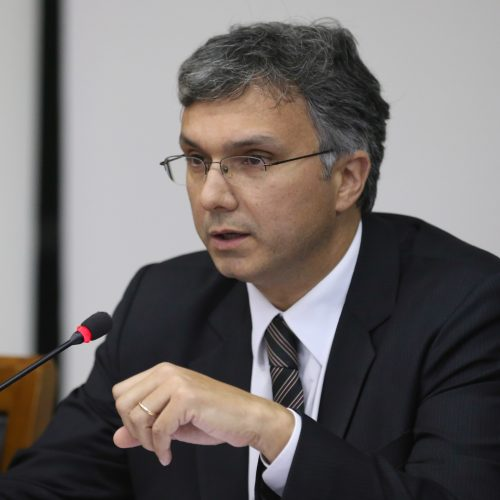Ministro do Planejamento diz que irá propor adiamento de reajuste