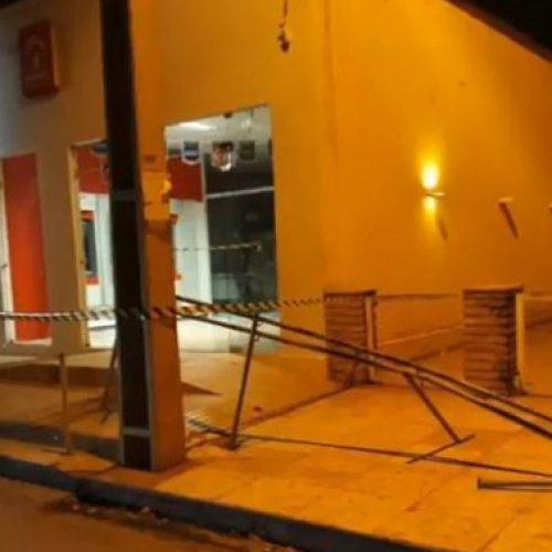 Quadrilha faz reféns e explode cofre do Bradesco no Piauí