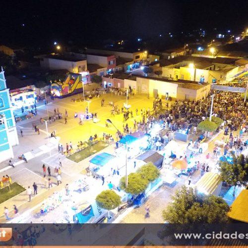 CURRAL NOVO   Prefeito promove festa com grandes artistas, entrega três carros e praça revitalizada