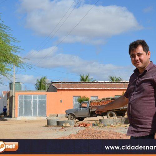 """""""Vamos calçar Padre Marcos toda"""", diz prefeito Valdinar em início de obras de 7 mil metros de pavimentação"""