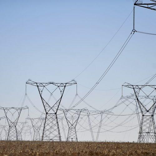 fogo próximo à rede elétrica pode causar prejuízos, diz Eletrobras
