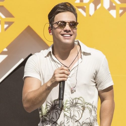 Wesley Safadão cancela show após problema em aeronave