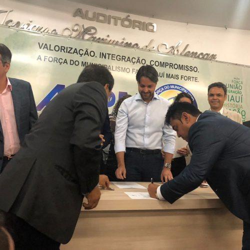 Prefeito de Alegrete do Piauí assina convênio de R$ 4,8 milhões para obras de mobilidade urbana