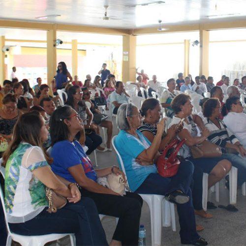 Em assembléia, servidores da Educação decidem manter greve