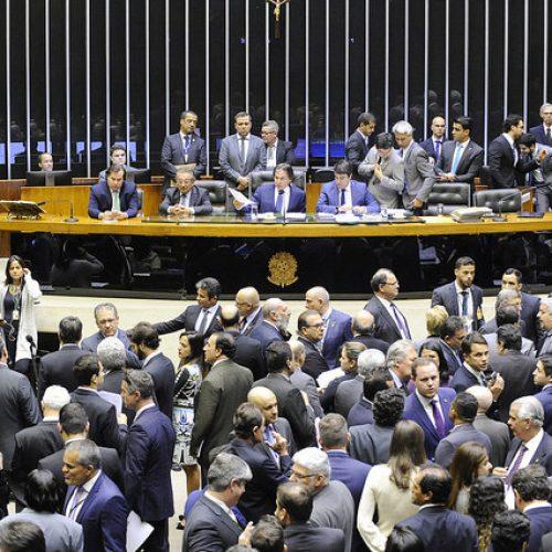 Congresso derruba proibição de reajuste para servidores públicos
