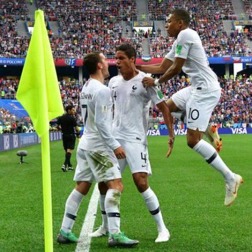 França vence Uruguai por 2 a 0 e está na semifinal da Copa do Mundo