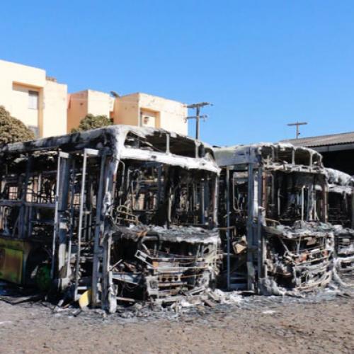 Incêndio atinge sete ônibus em garagem de empresa no Piauí; prejuízo é de R$ 2,7 milhões