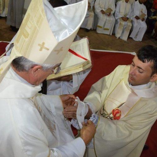 Dom Plínio ordena padres Gildo Coelho de Sousa e José Marcos da Silva