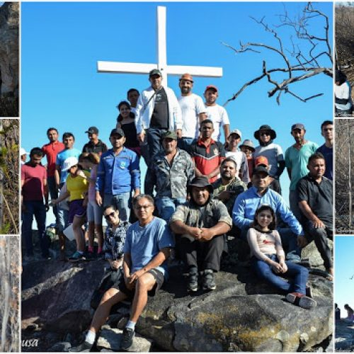 FRONTEIRAS   Em ato religioso, fiéis católicos colocam novo cruzeiro no morro do bairro Acampamento