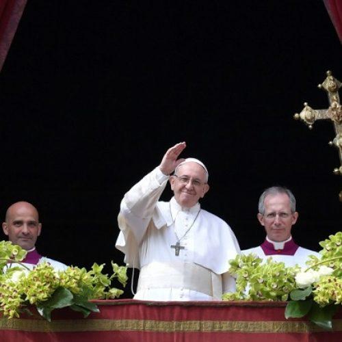 Jovens têm motivos para estarem indignados com a igreja, diz Francisco