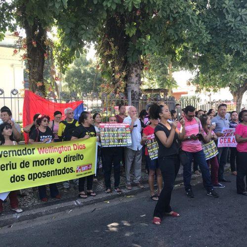 Professores protestam contra reajuste de 2,95% e pedem reunião com o Governo do PI