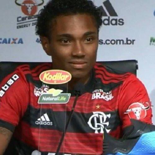 Vitinho é apresentado no Fla: 'Era um sonho. Não imaginava que seria tão rápido'