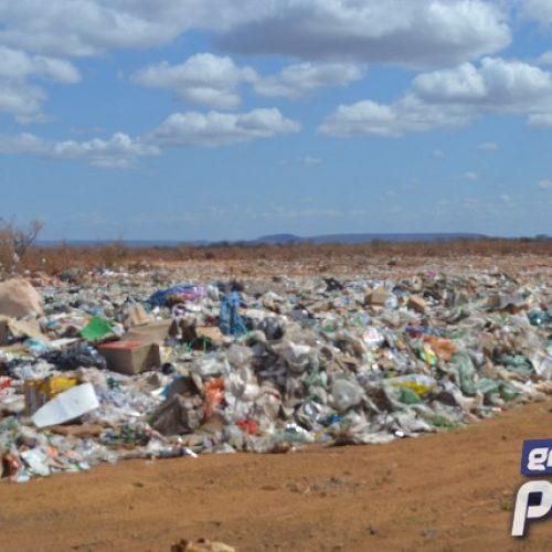 Sem empresa gestora, aterro sanitário do Val Paraíso preocupa população