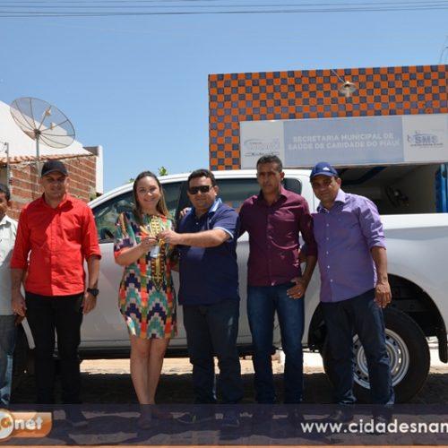 Prefeito Toninho entrega camionete para Saúde em Caridade do Piauí