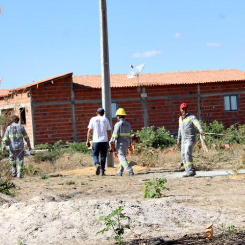 Após muita luta, moradores vencem e Eletrobrás inicia ligação de energia no bairro João Melé em Jaicós