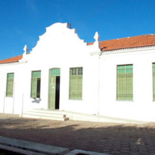 PICOS   Museu Ozildo Albano solicita retirada de trailers da Praça Josino Ferreira