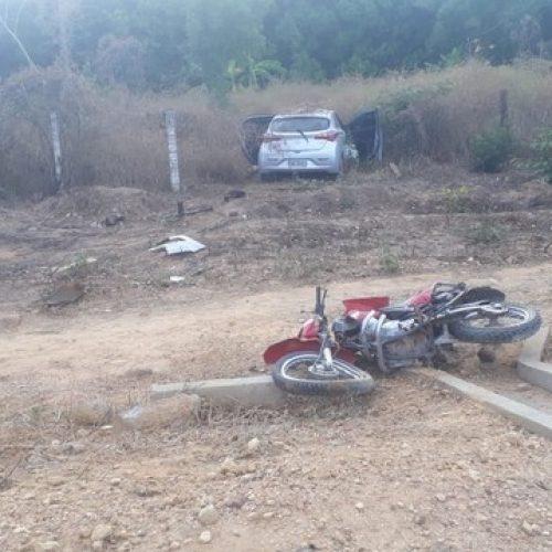 Motociclista morre ao colidir com carro na BR-135 e condutor foge após acidente