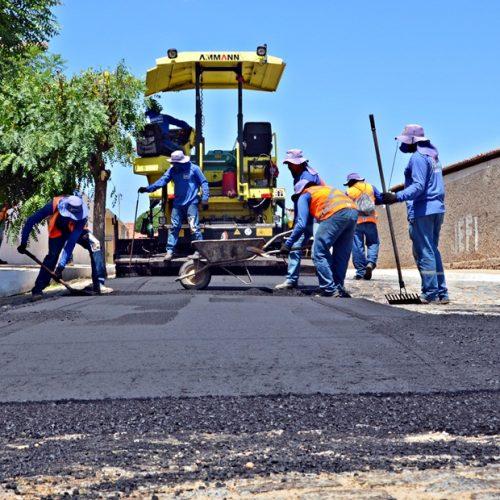 Obras de pavimentação asfáltica avançam em Padre Marcos