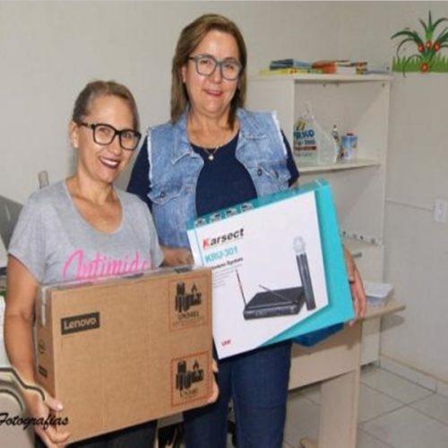 Educação de Marcolândia entrega notebooks e microfones para escolas do município
