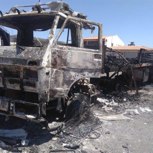 Carreta pega fogo em posto fiscal no município de Acauã