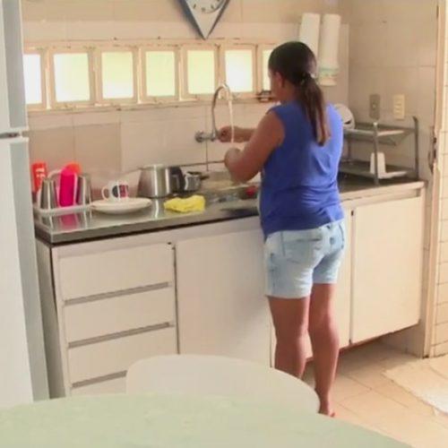 Apenas mil empregadas domésticas têm carteira assinada no Piauí, segundo IBGE