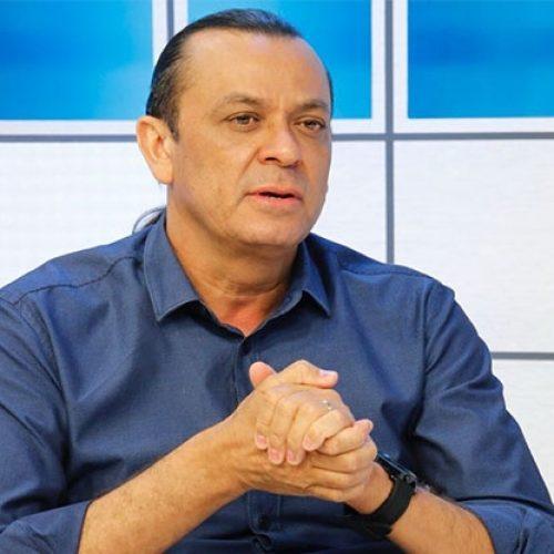 Na TV, Frank Aguiar diz que está preparado para os ataques