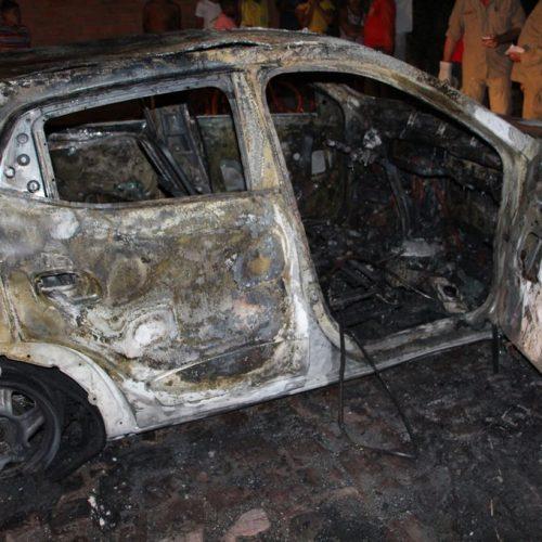 Carro pega fogo ao sair de concessionária no Piauí