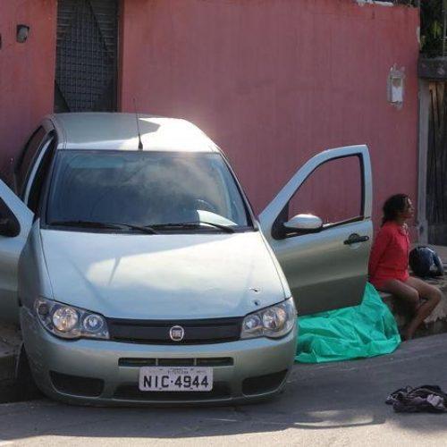 Acusado de assalto é morto e mulher é presa em perseguição policial