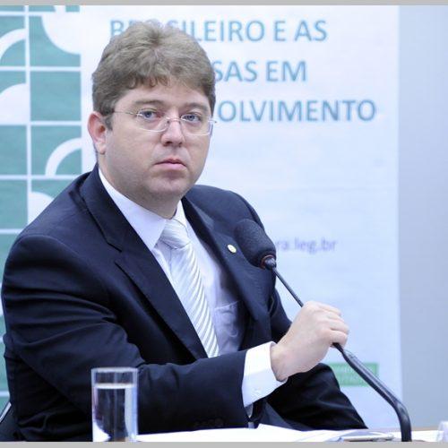 Rodrigo Martins diz que Marcelo Castro está desesperado