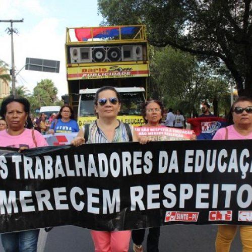 Professores só retornarão às atividades após o Governo do Estado cumprir determinação judicial