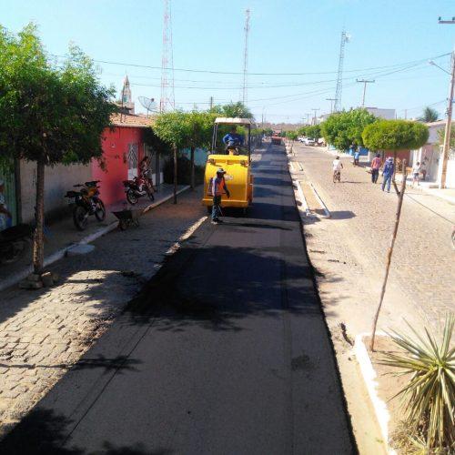 Projeto de urbanização leva asfalto para dez ruas de Caridade do Piauí