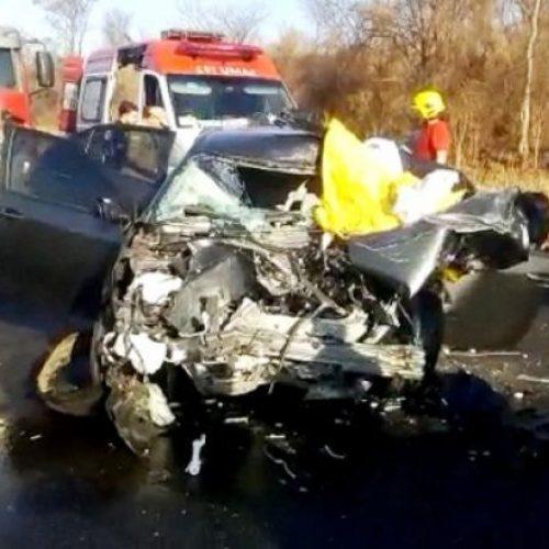 Cochilo ao volante pode ter provocado acidente entre carro de luxo e caminhão na BR 316