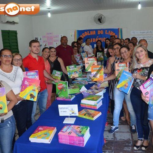 Secretaria de Educação de Massapê do Piauí reúne professores para análise do livro didático para 2019