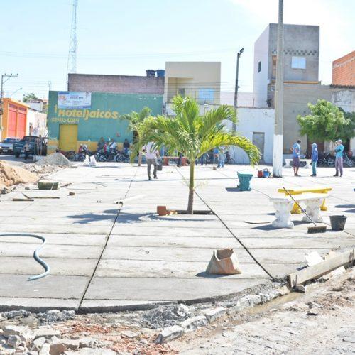 Prefeitura de Jaicós investe na construção de praça pública