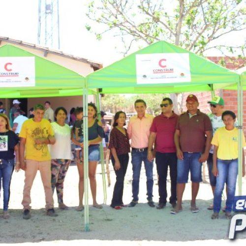 Em parceria com empresas, prefeito Erculano entrega barracas para feirantes do Assentamento União