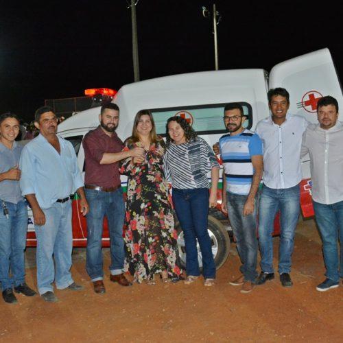 Prefeito GD inaugura quadra poliesportiva e entrega ambulância em Jacobina do Piauí