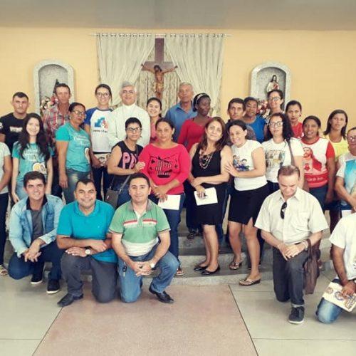 Dom Plínio se reúne com as comunidades de Caridade para preparar Estágio Pastoral dos Seminaristas