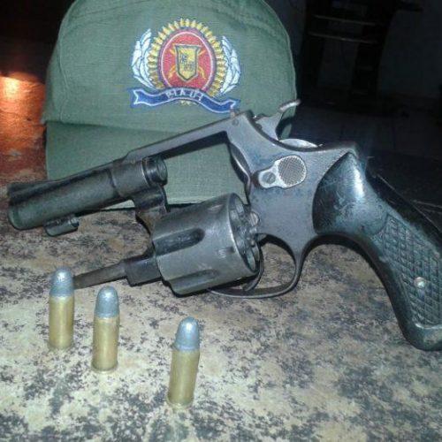 Homem é preso após ameaçar os pais e a esposa com arma de fogo no Piauí