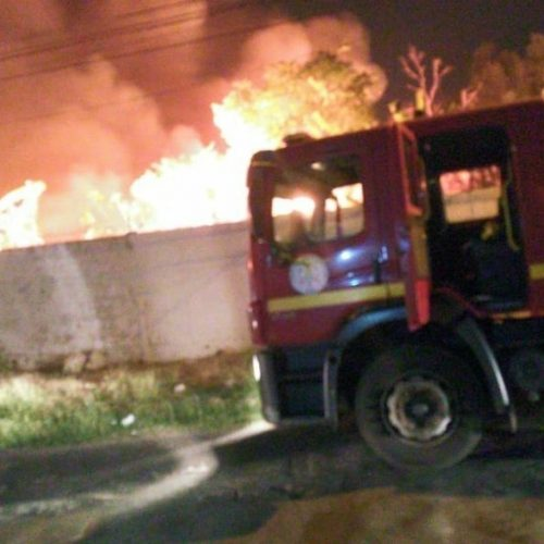 Incêndio atinge matagal em terreno próximo ao campus da Uespi