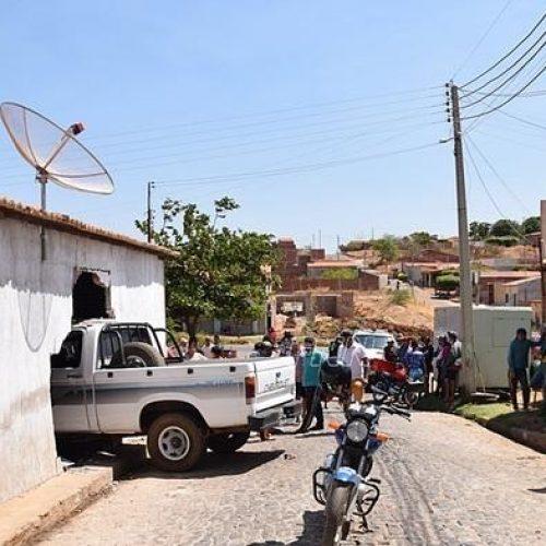 Motorista perde o controle e veículo invade bar em Paulistana; criança é atingida
