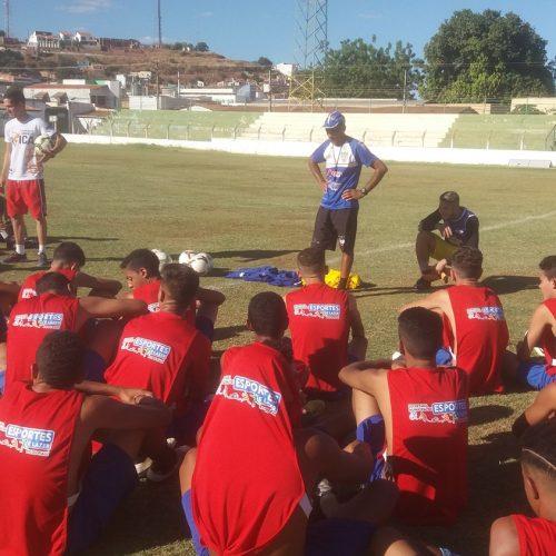 Projetos de base do futebol de Picos revelam atletas