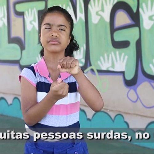 Piauiense vira símbolo de campanha pelo respeito às pessoas com deficiência auditiva