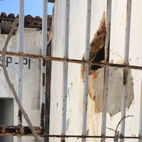 Suspeito de estuprar idosa no Piauí faz buraco em cela e foge de delegacia