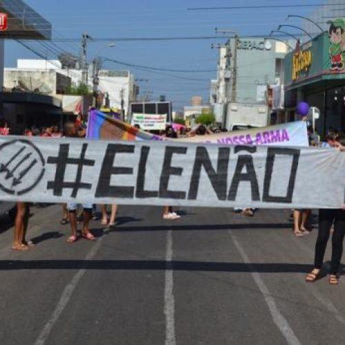 Mulheres, professores, estudantes e LGBTs promovem manifestação contra Bolsonaro em Picos